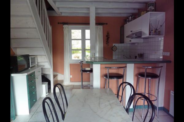 Coin-cuisine et escalier conduisant à l'étage - Location de vacances - Saint-Pierre-d'Entremont