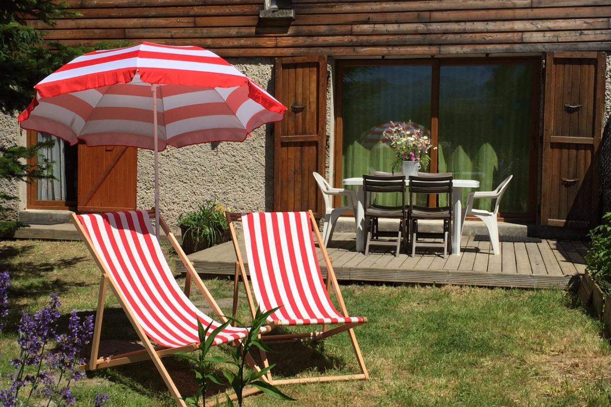Maison de vacances rénové façon chalet à Lans en Vercors - espace jardin - Location de vacances - Lans-en-Vercors