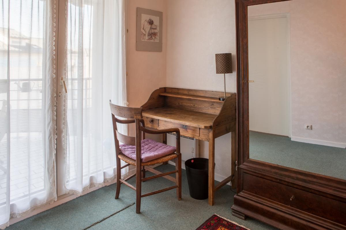 Chambre avec table de travail - Location de vacances - Grenoble