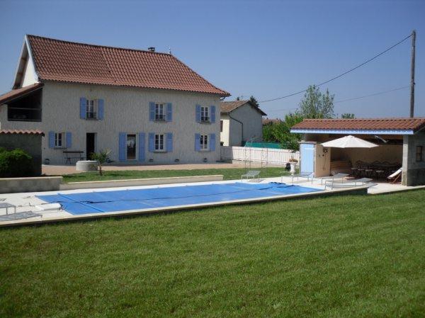 Gîte La Grimaudière avec piscine chauffée 2500m2 de terrain entre Lyon et Grenoble - Location de vacances - Rochetoirin