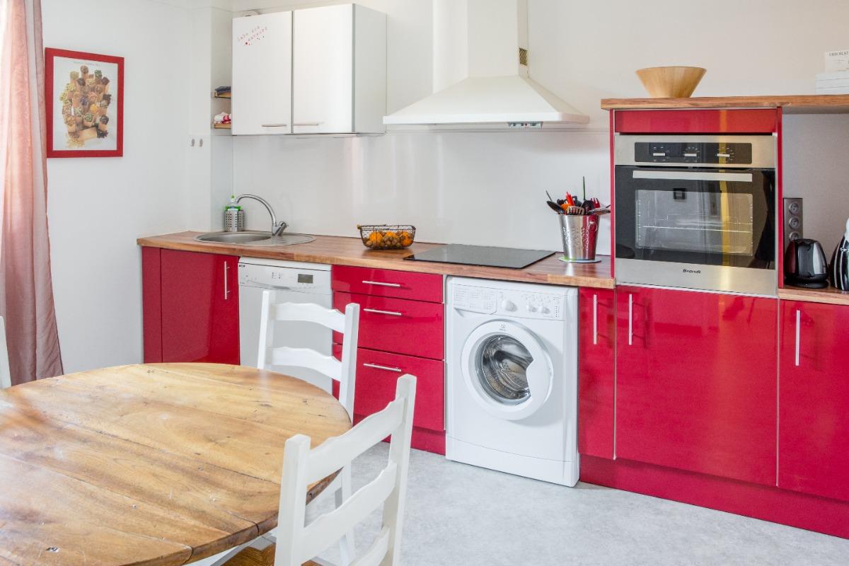 lave-vaisselle, lave-linge,four, plaque cuisson induction, cafetière, bouilloire - Location de vacances - Bresson