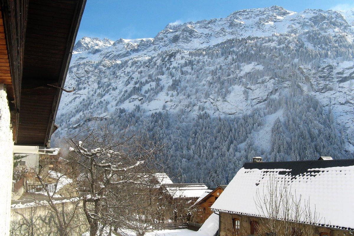 Chalet Les Farfelus à Vaujany-Massif des Grandes Rousses/Alpe d'Huez - Dedans dehors : salon et jardin
