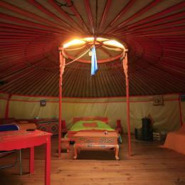 intérieur de la yourte écologique - Location de vacances - Rives