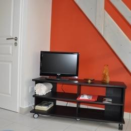 Joli appartement à Crémieu cité médiévale - 20 km aéroport Lyon St Exupéry - coin télévision - Location de vacances - Crémieu
