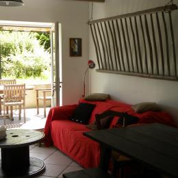 Séjour - Accès terrasse - Location de vacances - Corbelin