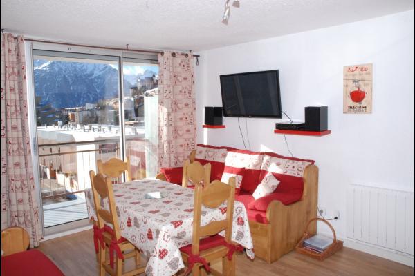 Séjour avec la cuisine à gauche de la fenêtre - Location de vacances - les Deux Alpes