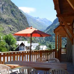 Un village et ses maisons traditionnelles avec la pierre et le bois. - Location de vacances - les Deux Alpes