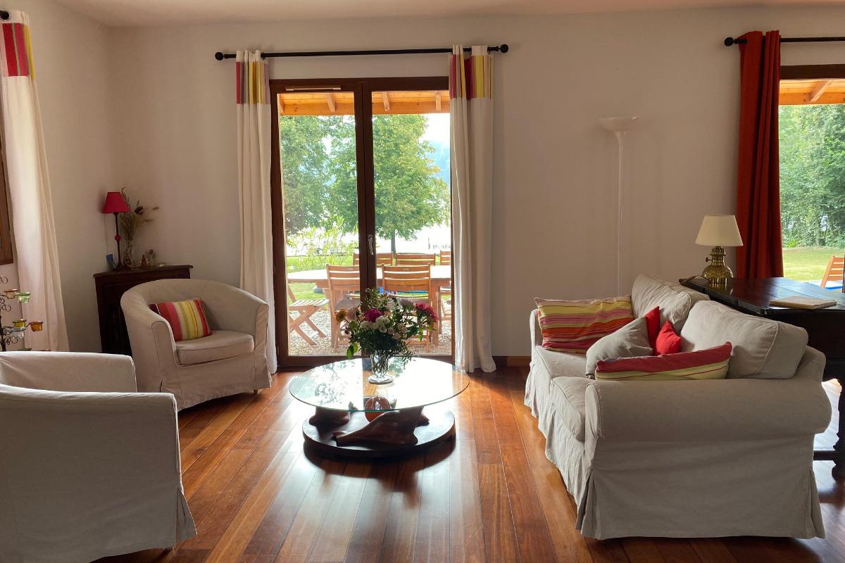 interieur confortable coloré et soigné : Maison pour 12 personnes (Isère - Paladru) groupe et famille - Location de vacances - Paladru