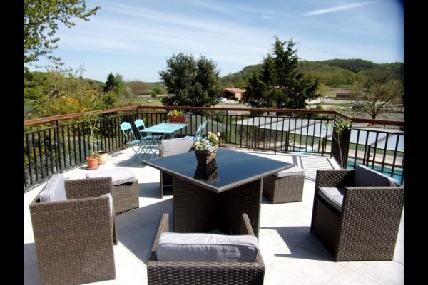 Chambres d'hôtes en Isère proche Bourgoin Jallieu - Jolie terrasse  - Chambre d'hôtes - Meyrié