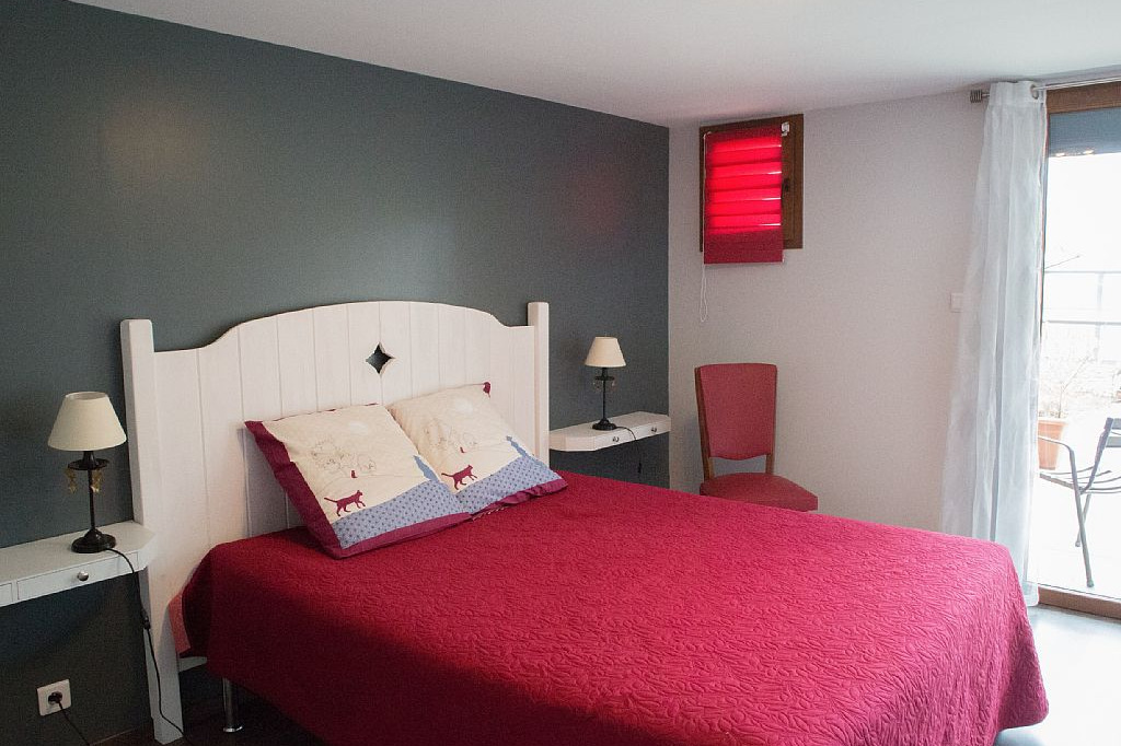 Chambres d'hôtes entre Lyon et Grenoble vers Bourgoin Jallieu - Chambre avec lit double et accès terrasse - Chambre d'hôtes - Meyrié