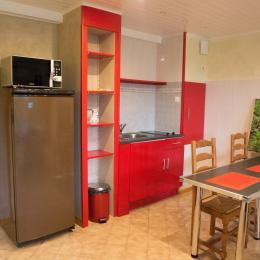 coin cuisine a disposition des hôtes - Chambre d'hôtes - Meyrié