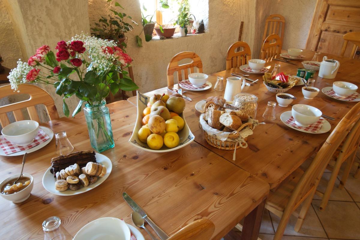 La table du petit déjeuner - Chambre d'hôtes - Le Bourg-d'Oisans