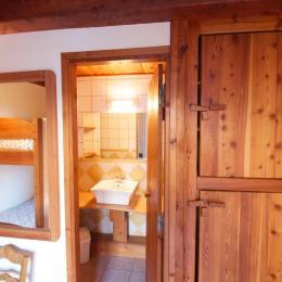 Vue vers la salle d'eau - Chambre d'hôtes - Le Bourg-d'Oisans