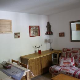 salon - coin cuisine le jour - Location de vacances - les Deux Alpes