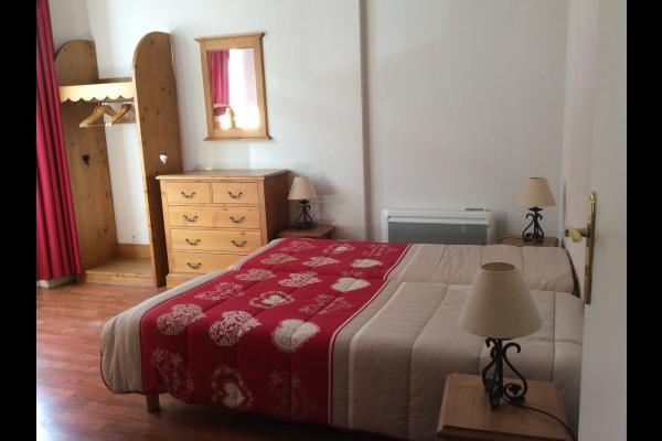 Chambre : 2 Lits individuels + 2 lits superposés - Location de vacances - les Deux Alpes