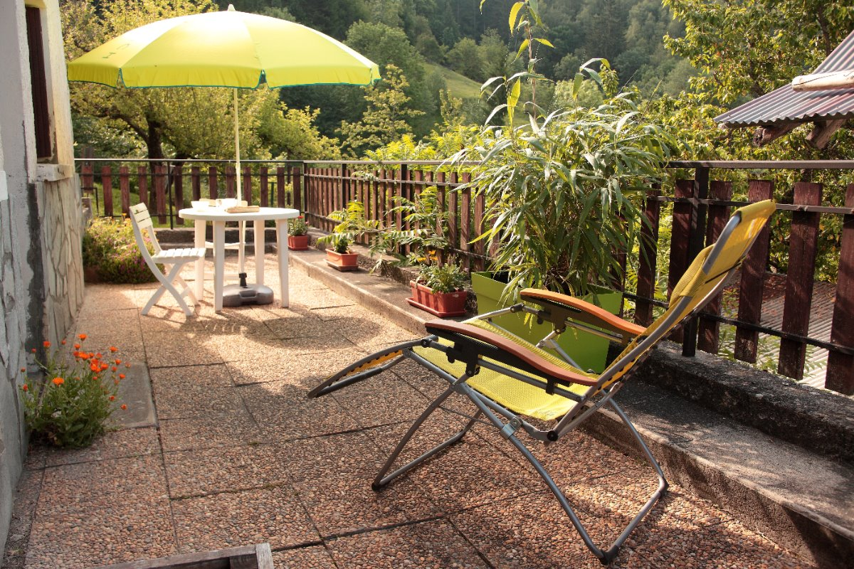 Grande terrasse du gîte LA GARDE - Location de vacances - La Garde