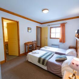 4 chambres avec salle de bain (baignoire) et toilettes - Location de vacances - Oz