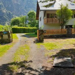 Gîte Le Mas du Plan : Appartement dans villa pour 10 personnes Le Bourg-d'Oisans au pied des stations - Location de vacances - Le Bourg-d'Oisans
