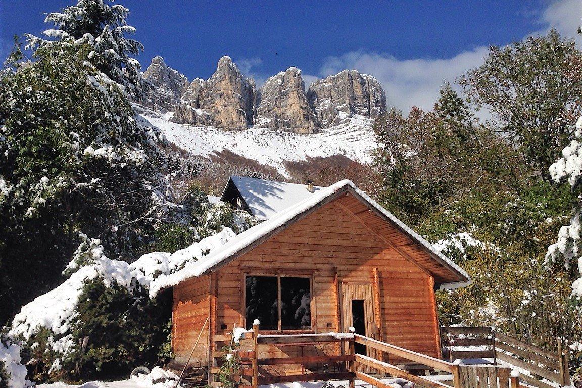 auvent pour 2 voitures, garage pour 2 roues sur demande - Location de vacances - Saint-Andéol