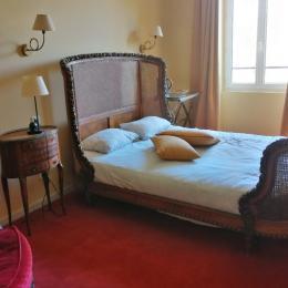 lit de 140 cm en bois  - Chambre d'hôtes - Saint-Lattier