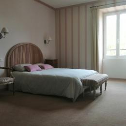 Grande chambre avec un lit 140 lumineuse - Chambre d'hôtes - Saint-Lattier