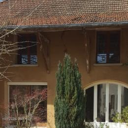 Maison Dauphinoise en pisé - Location de vacances - Sermérieu