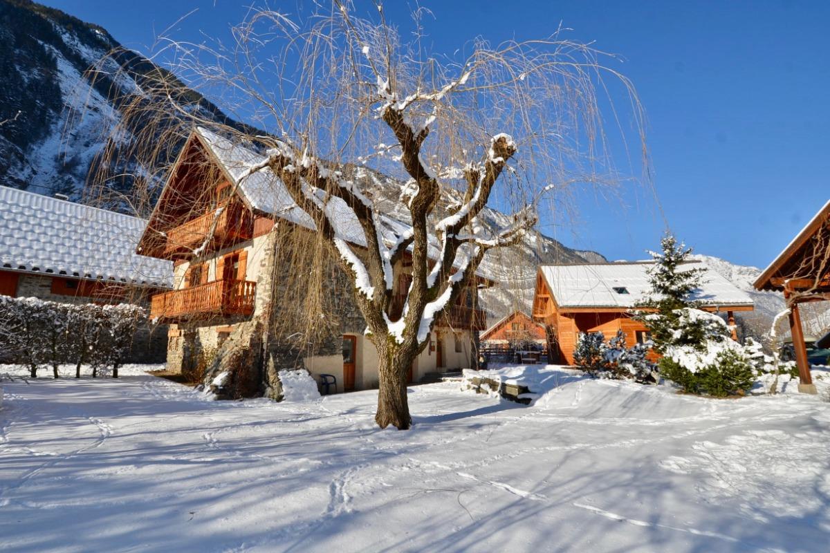 Les Petites Sources en hiver avec le chalet Silènes - Location de vacances - Le Bourg-d'Oisans