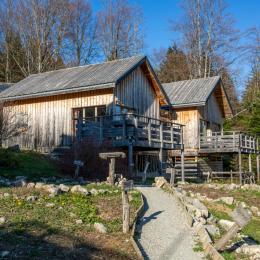 Chalets jumelés saison vue depuis le jardin - Location de vacances - Plateau-des-Petites-Roches