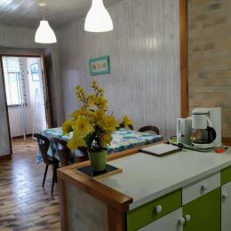 Salle de séjour avec coin cuisine - Location de vacances - Les Rousses