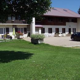 Salle à manger avec coin salon. - Location de vacances - Les Rousses