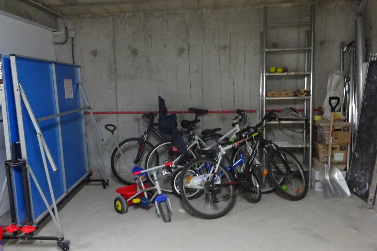 Chalet Haut Jura - garage et accessoires de loisirs
