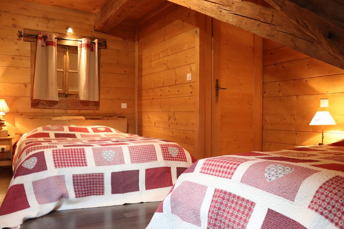 Logement aux Rousses - chambre 2 - lit simple