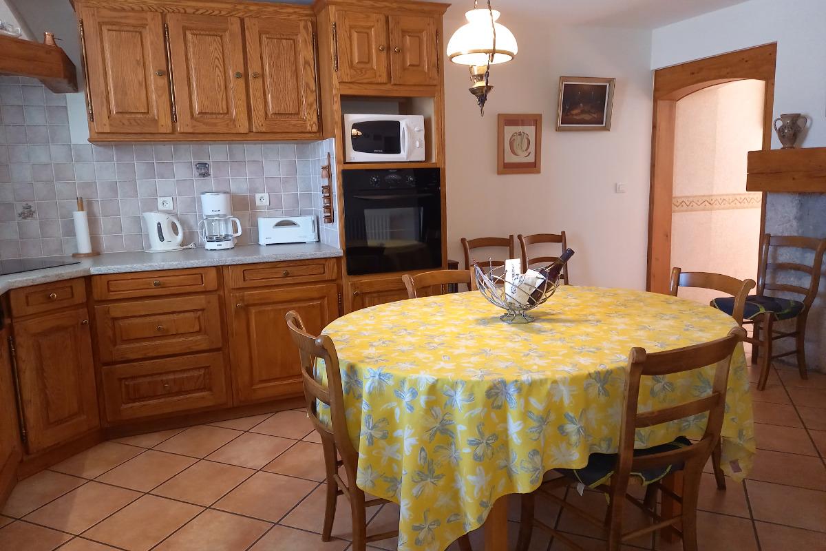 Appartement Haut Jura - cuisine - Location de vacances - Morbier