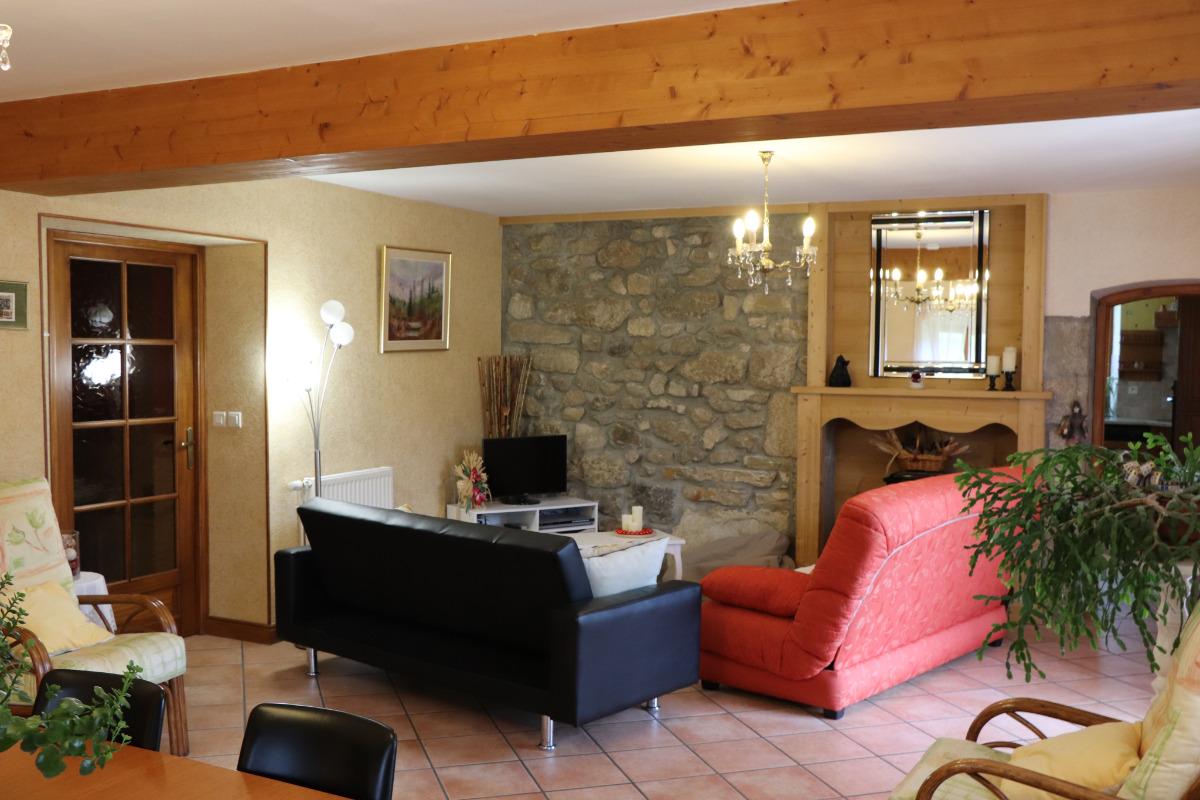 Appartement Haut Jura - chambre parentale avec coin lecture - Location de vacances - Morbier