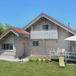 chalet façade nord avec abri voiture - Location de vacances - Esserval-Combe