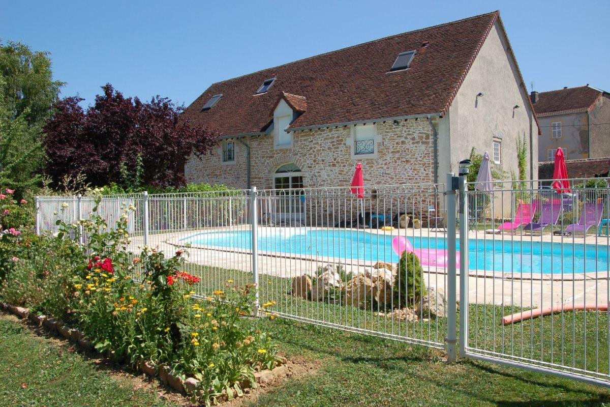 chambres d'hôtes avec piscine jura - Chambre d'hôtes - Maynal