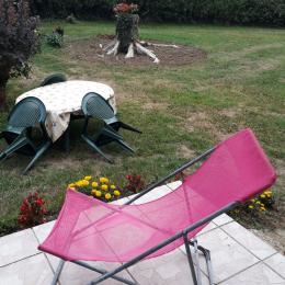 Le salon/table à manger avec porte fenetre - Location de vacances - Largillay