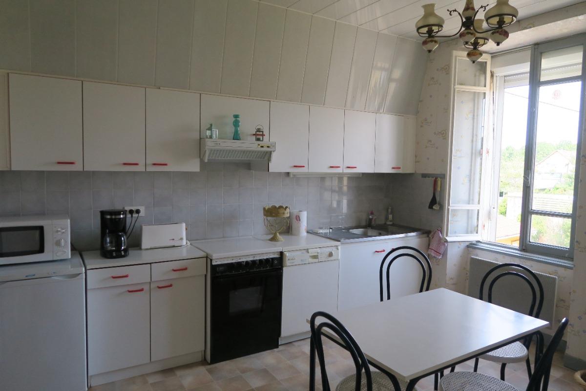 La cuisine (équipée) - Location de vacances - Thoiria