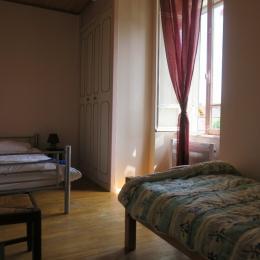 Chambre avec 2 lits séparés - Location de vacances - Thoiria
