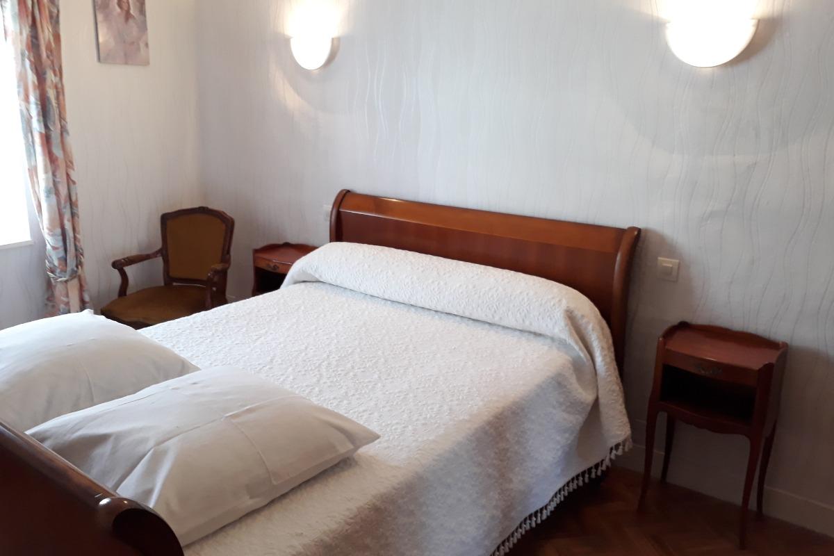 Chambre lit 140 - Location de vacances - Lajoux
