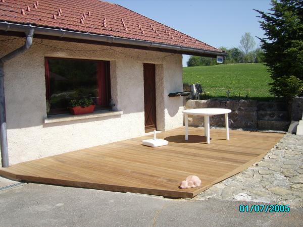 Terrasse bois devant  la Pala  - Location de vacances - Longchaumois