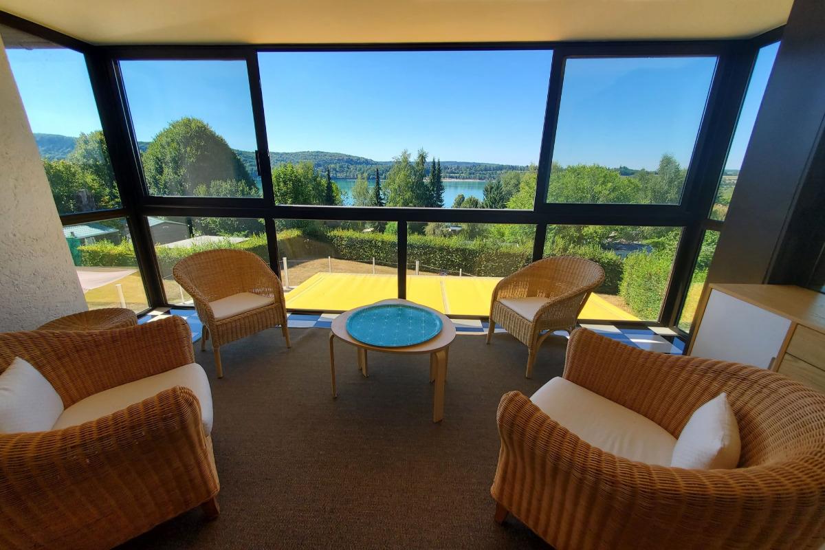Terrasse vue sur le lac - Location de vacances - Marigny