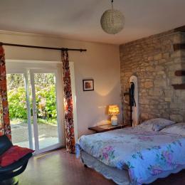Chambre prolongée par une petite alcôve - Location de vacances - Sellières