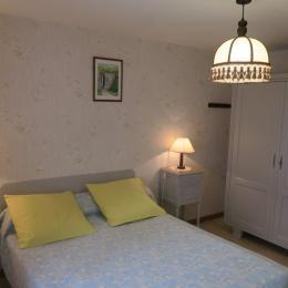 Chambre avec lit double - Location de vacances - Bellefontaine