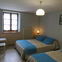chambre n° 2 avec deux lits simples - Location de vacances - Bellefontaine