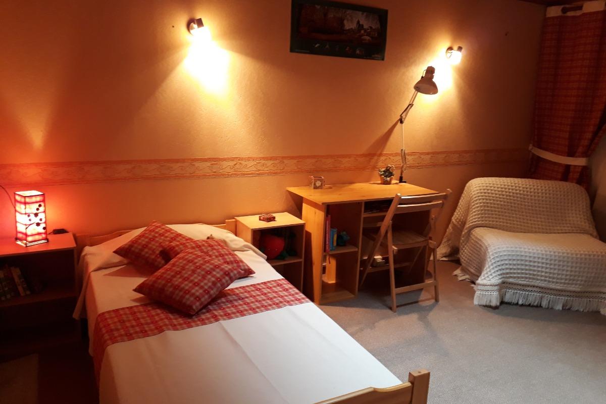 Chambre lit 90  - Location de vacances - Loulle