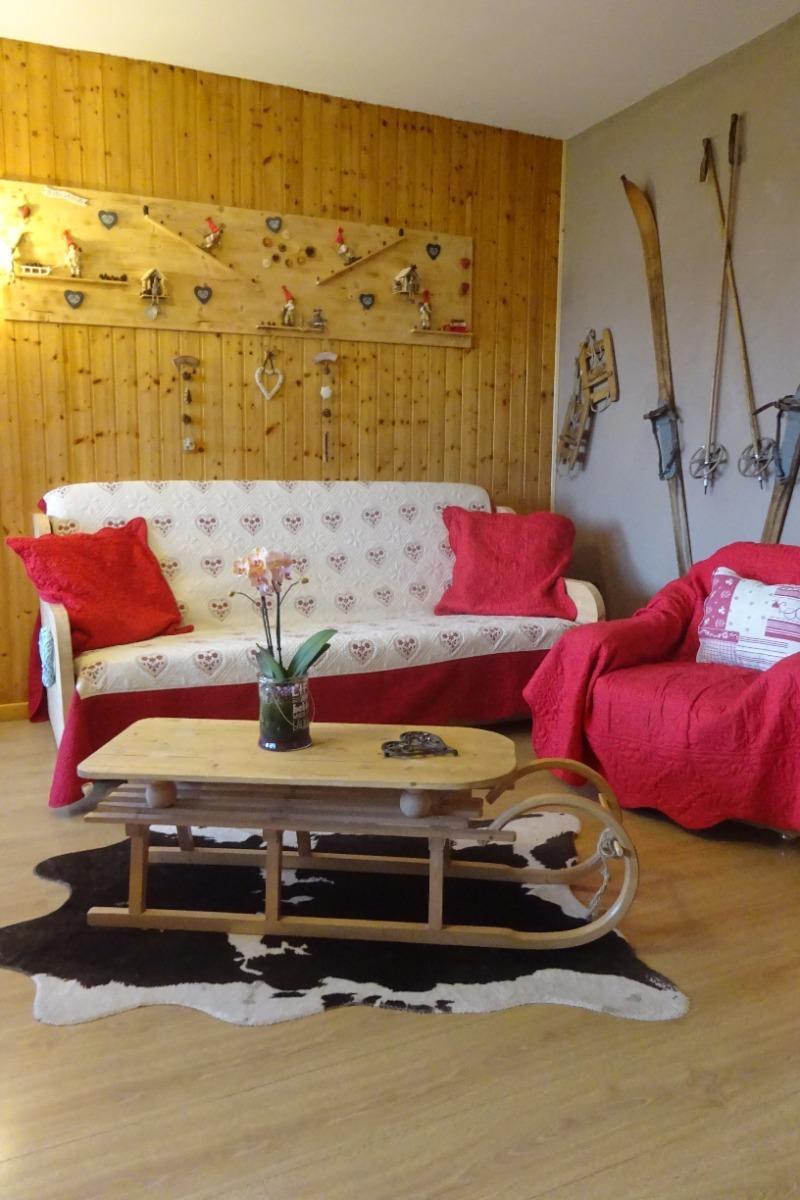 Salon avec un décor montagne - Chambre d'hôtes - Bois-d'Amont