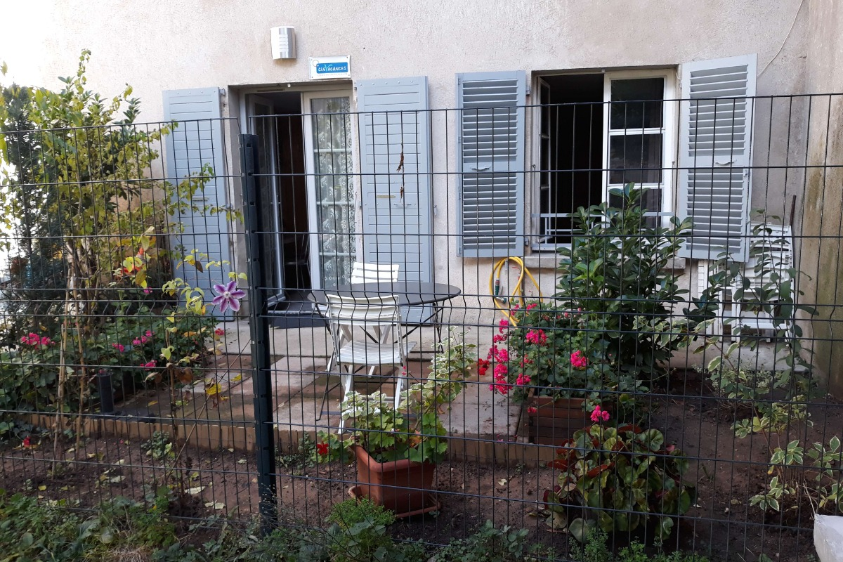 cuisine vue terrasse - Location de vacances - Salins-les-Bains