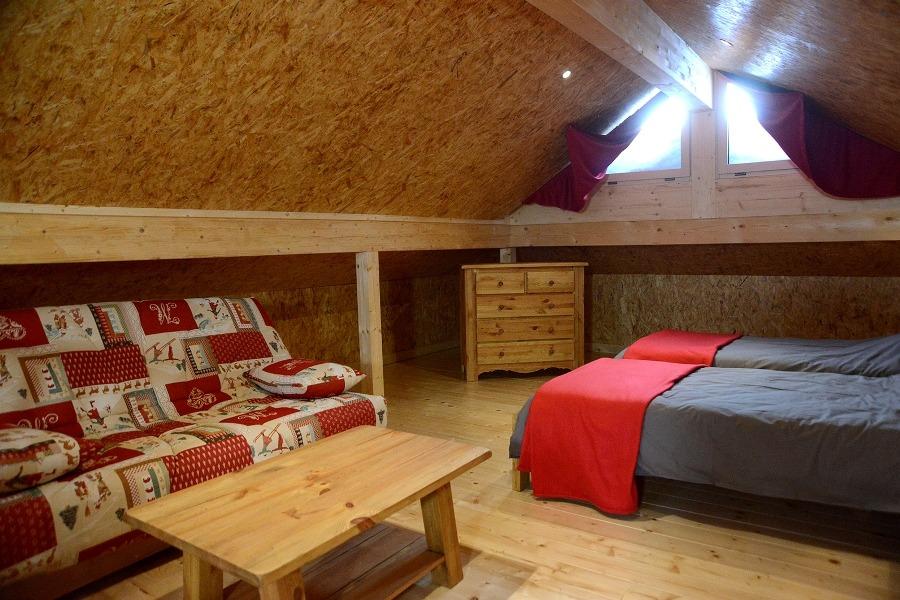 Salon et chambre - Location de vacances - Foncine-le-Haut