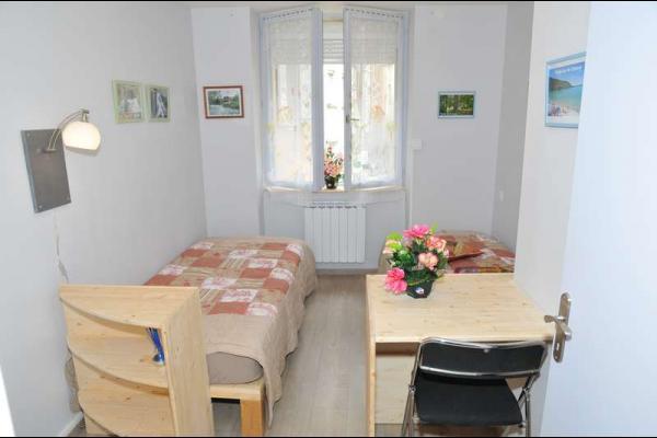 Chambre avec 2 lits jumeaux de 90 rapprochables - Location de vacances - Salins-les-Bains